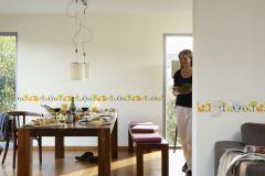 94113-1 cikkszámú tapéta.Absztrakt,gyerek,különleges motívumos,rajzolt,retro,természeti mintás,virágmintás,kék,narancs-terrakotta,sárga,vlies bordűr