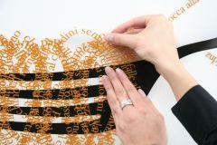 17700 cikkszámú tapéta.Feliratos-számos,barna,bézs-drapp,anyagában öntapadós falmatrica