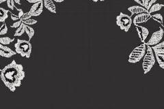 DM207-1 cikkszámú tapéta.Csipke,különleges motívumos,rajzolt,retro,textilmintás,virágmintás,fehér,fekete,gyengén mosható,vlies poszter, fotótapéta